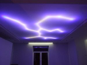 Световой натяжной потолок.