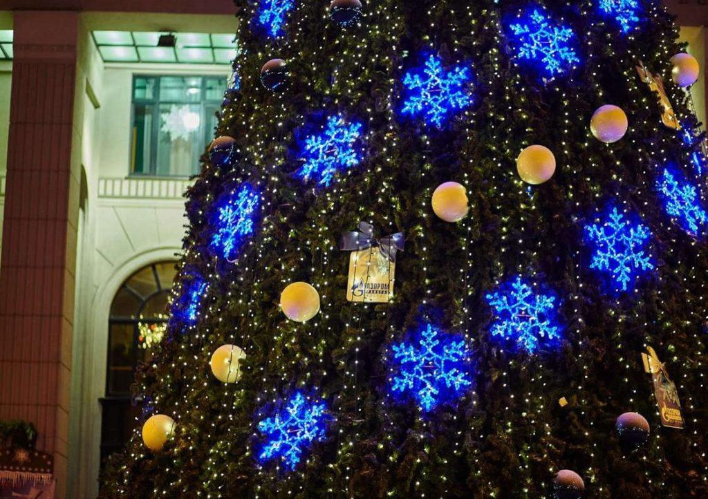 Светодиодное оформление новогодней елки